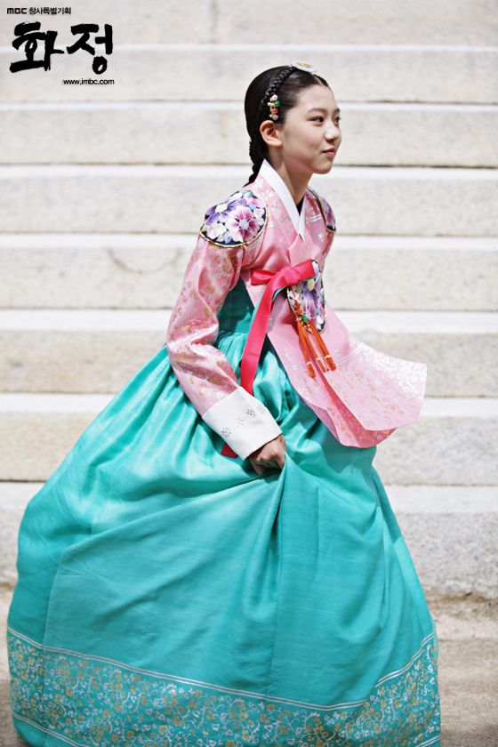 Hwajung / Splendid Politics / (2015) #KDrama Review Collection http://www.akiatalking.com/2015/05/hwajung-splendid-politics-2015-on-air.html
