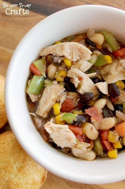This delicious White Chicken Chili Recipe is hearty, simple to make, and one of the tastiest ways to warm up on a chilly day! Wondering how to make white bean chicken chili?