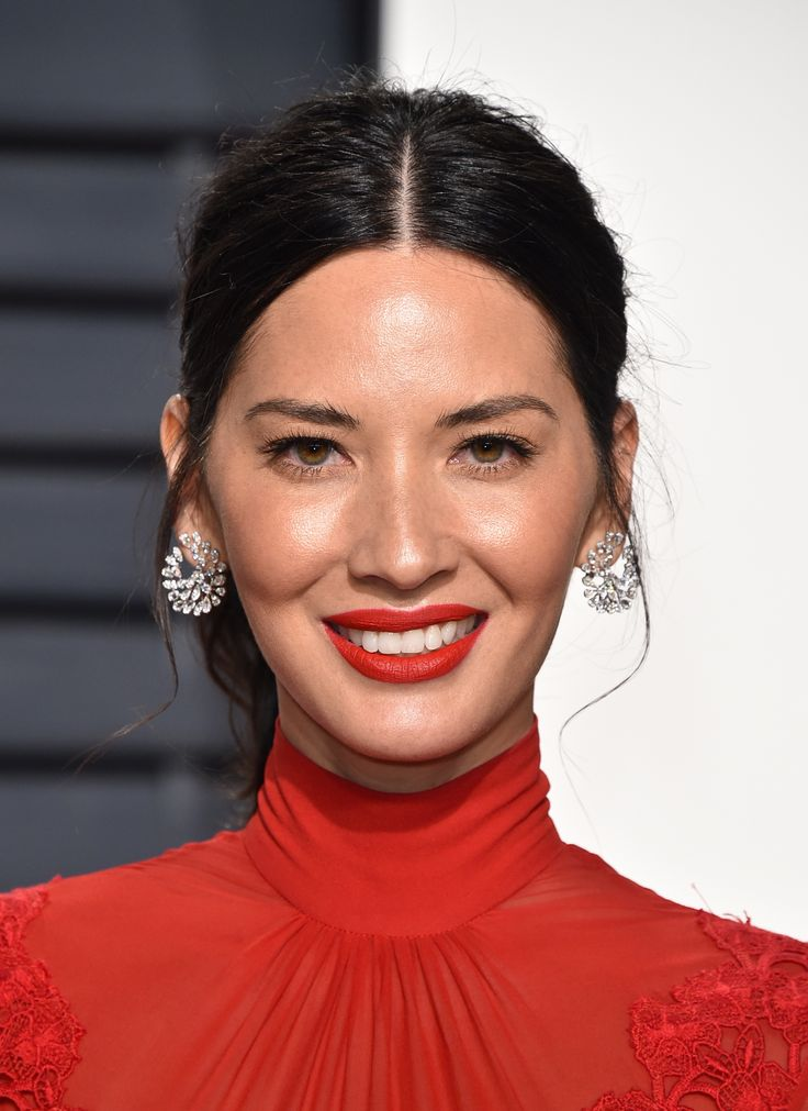 Olivia Munn wore diamond front to back Nirav Modi earrings. See the best jewellery moments on the red carpet of the Vanity Fair After Oscars Party 2017 worn by all the celebrity stars in high fashion and luxury: http://www.thejewelleryeditor.com/jewellery/top-5/top-5-jewels-vanity-fair-oscar-party/ #jewelry