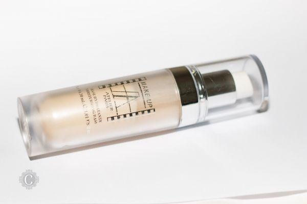 Fondotinta Fluido Waterproof Make-up Atelier Paris e un fondotinta liquido Professionale. Ha un grado si SPF 6, contiene dei pigmenti che riflettano la luce!