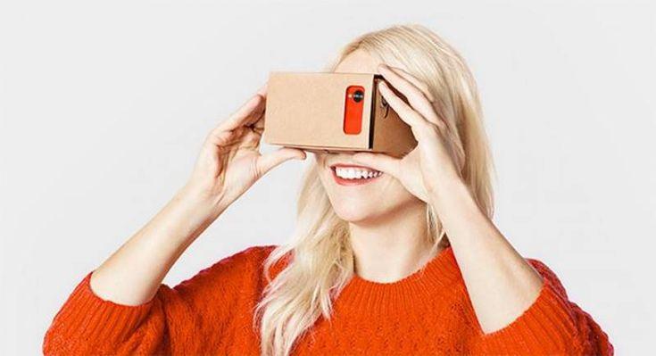 Basit malzemeleri ile evinizde kendi sanal gerçeklik gözlüğünüzü yapabilirsiniz. Her yerde bulabileceğiniz 5 malzemeyi temin etmekle işe başlayalım. 1- Malzemeleri Temin Edin Karton: Hiçbir yerinden kıvrılmamış, temiz ve biraz büyük boyutlarda. Mercek(2 Adet): Kırtasiye ve fotoğrafçılarda bulabilirsiniz. Paket lastiği Cırt cırt Cardboard Şablonu: İlgili çizimin şablonu. 2- Aşağıdaki Yönergeleri İzleyin 3- Siyah Çizgilerden Kesin, Kırmızı …