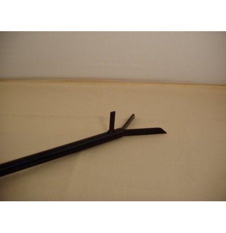 Ο πανιστής είναι το απαραίτητο εργαλείο για κάθε ξυλόφουρνο.Βοηθάει στο κάψιμο των ξύλων,σπρώχνει και τραβάει τα τεψιά μέσα και έξω από το φούρνο και επίσης τυλίγοντας στην άκρη του ένα βρεγμένο πανί,καθαρίζουμε το δάπεδο του φούρνου για να μπει το ψωμί.Το μήκος του είναι 140 εκατοστά.
