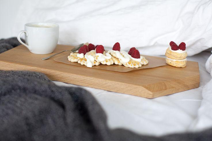 The servii - medium breakfast in bed