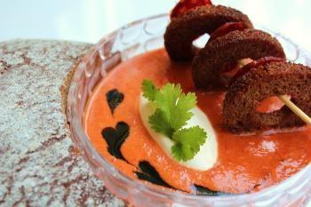 Makea perunalimppunäkkileipä taittaa upeasti paahteisen paprikakeiton makua, suorastaan täydellinen parivaljakko!
