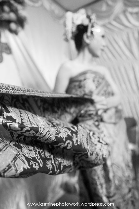 #fotopernikahanadatjawa #javaneseweddingphotos #candidweddingphoto Ika & Bob di #yogyakarta . Photo by Jasmine Photowork |  Contact: +62 878 3902 4507 / +62 878 6001 9495 / BBM 747274E1 | Email: jasminephotowork@gmail.com | Website: www.jasminephotowork.wordpress.com | Twitter: @JustMine_wedd | Instagram: jasminephotowork |  #jasminephotowork #weddingphotography #fotoweddingjawa #fotopernikahanjawa #jogjaweddingphotography #jakartaweddingphotographer #fotograferweddingjakarta