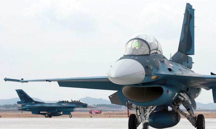 展示飛行を終え、松島基地に着陸するF2戦闘機=20日午前、航空自衛隊松島基地(鈴木健児撮影)