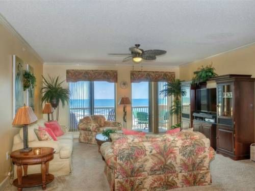 Margate 204 Ocean Front Apartment Myrtle Beach (South Carolina) Set in Myrtle Beach, this apartment features a balcony. The property boasts views of the sea and is 2.6 km from Carolina Opry Theater.  There is a seating area, a dining area and a kitchen as well as a private bathroom. A flat-screen TV is available.
