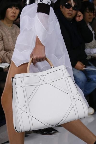 A detailed look at Christian Dior Spring 2016 white leather bag