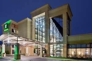 When planning a trip to the Virginia Beach or Norfolk area, the Holiday Inn Virginia Beach Norfolk hotel offers an upscale experience and a central location. Just five miles from Norfolk airport, ten miles from downtown Nor...