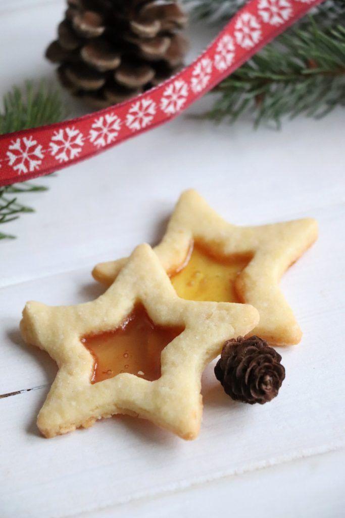 In der Weihnachtsbäckerei: Buntglas-Plätzchen-Rezept und unsere ...