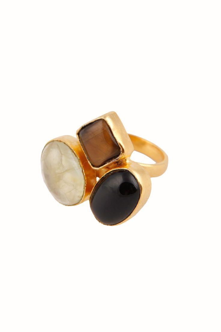 Anillo con una combinación de tres piedras semipreciosas: ónix negro: fumé y apatita.La talla de este anilloes ajustable.