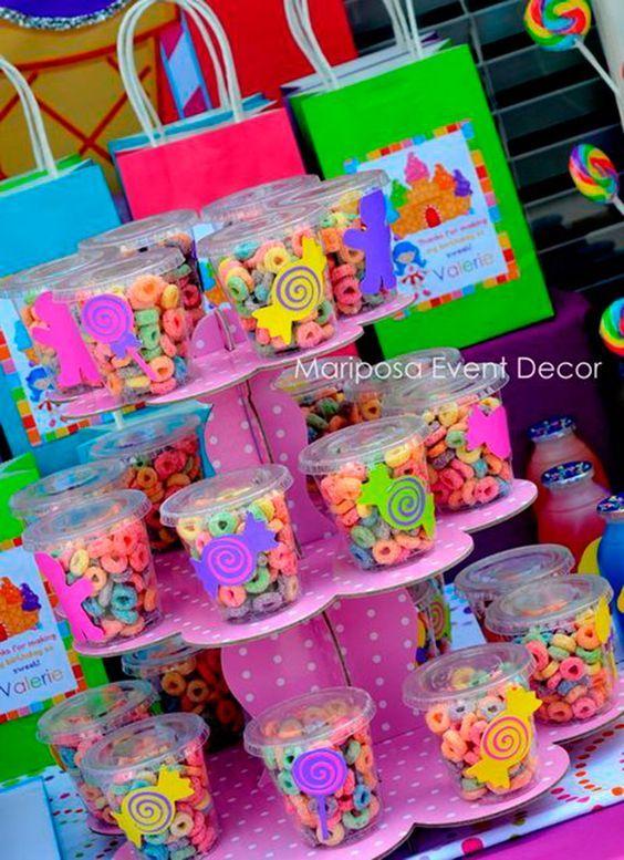Confira a segunda parte com 20 ideias de mesa de doces para a festinha infantil. ideias de como escolher as cores, ideias para incrementar os docinhos.