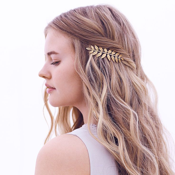 Go au naturale in our gilded pavé leaf comb – like jewelry for your hair! #nomorehairdonts