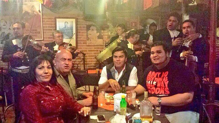 En #Queretaro con el mariachi para nosotros, unos tequilas... Aaaay yisus, sálvame de la cruda parfavar!!!