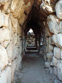 "MYCENAEAN. Tirinto. Casamatas, S. XIII.   Its cyclopean tunnels and walls gave the city its Homeric epithet of ""mighty walled Tiryns"""