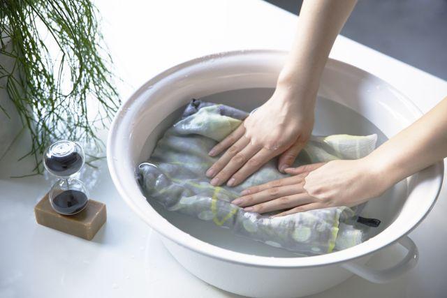 ストールブランド「marumasu(マルマス)」(丸枡染色、東京・柴又)は、手洗い可能で手入れの簡単さをうたった「60コットンストール」を今夏、発売する。上質な素材と高度な染色技術がウリのプレミアム