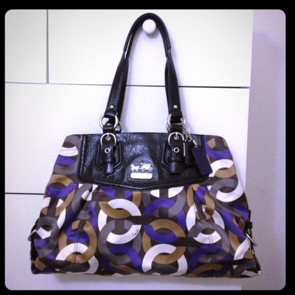 ⬇️ REDUCED ⬇️ Coach Purse Multi colored Coach purse with extra removable strap. 4 inner pockets; 2 with zippers. Used only twice.  bundle with the matching wallet for a good price! Coach Bags