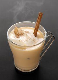 Τα καλά νέα είναι πως πέρα από τη γνωστή και λατρεμένη σε όλους μας ζεστή σοκολάτα ή το τσάι, υπάρχουν και κάποιες άλλες συνταγές για υπέροχα ζεστά cocktails με μικρή ή μεγαλύτερη δόση αλκοόλ....