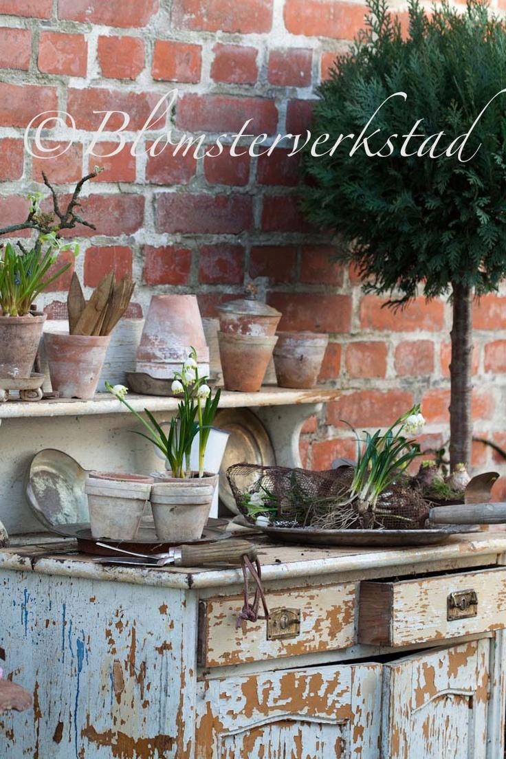Not a potting bench but a potting dresser!