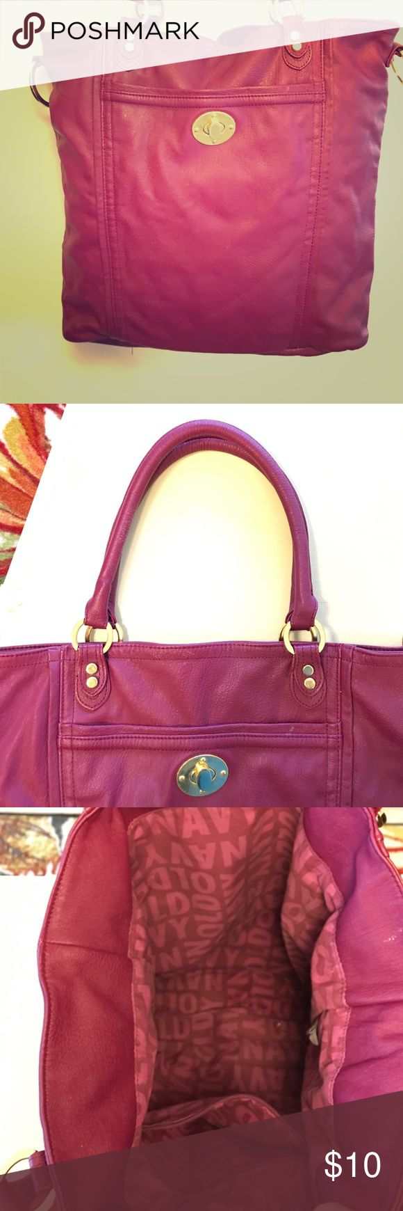 Purple Old Navy Purse Purple Old Navy Purse with short handles. Magnetic clasp to close Purse. One zippered pocket on the inside. Magnetic clasp on the front is broken on the inside but you can't tell by just looking at it. Old Navy Bags Shoulder Bags