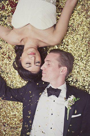 Золотой блестящий фон для фотосессии на свадьбе - The-wedding.ru
