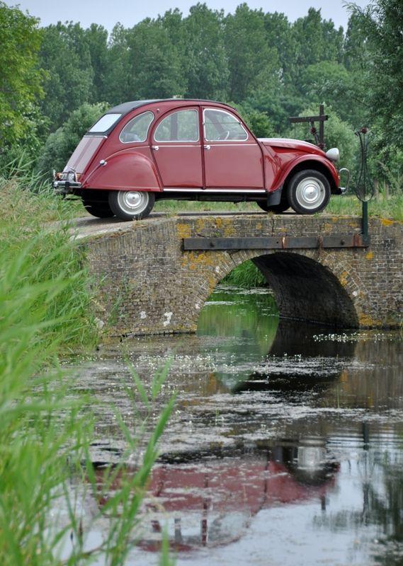..._Citroën 2CV •