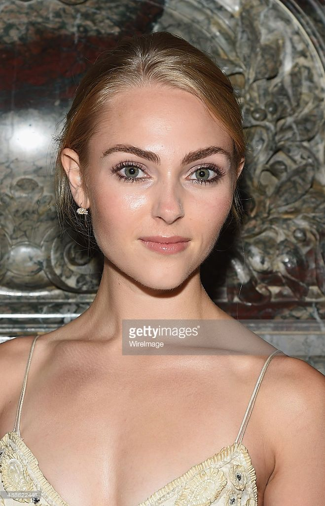 Actress AnnaSophia Robb attends the Marchesa fashion show during Spring 2016 New York Fashion Week at St. Regis Hotel on September 16, 2015 in New York City.