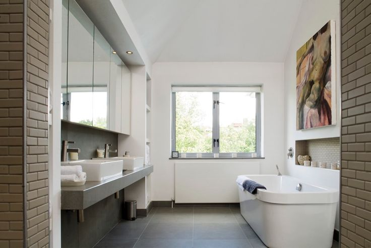 Rochelle's House is a beautiful detached house with 7 bedrooms, 6 bathrooms and a large open plan #modern  #kitchen; Complete with outdoor #luxury  swimming pool. #1095