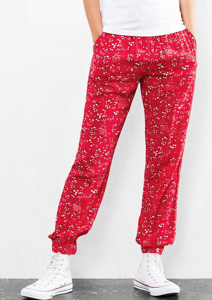 Jogging Pants mit Allover-Print von s.Oliver. Entdecken Sie jetzt topaktuelle Mode für Damen, Herren und Kinder und bestellen Sie online.