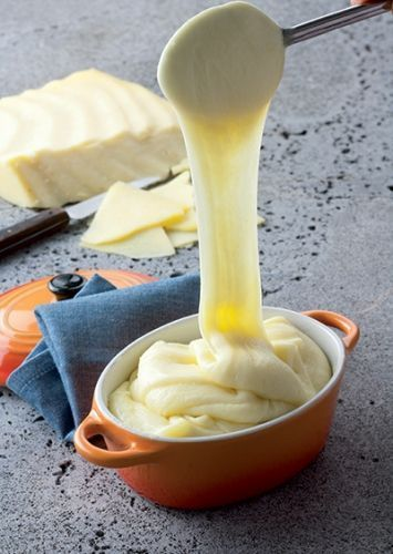 Aligot à la tome fraîche de cantal - Visit the culture section of www.talkinfrench.com for mouth-watering articles about French cuisine!!