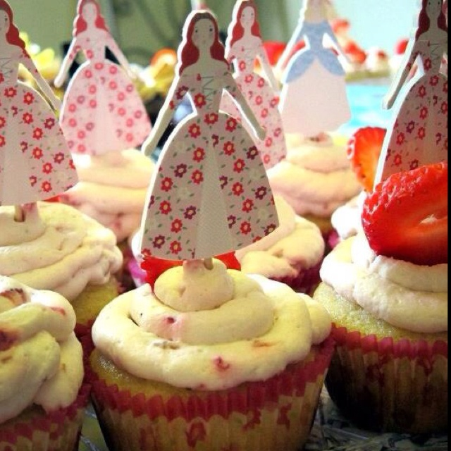 Strawberry surprise cupcakes, mine! | I