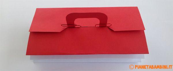 La cassetta degli attrezzi di carta chiusa