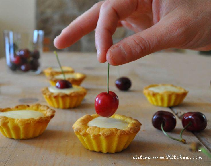 Tempo di ciliegie! Tutti voi conoscete sicuramente questo bellissimo e tondeggiante frutto dalle tonalità del rosso e dalla polpa succosa.  Ecco come preparare delle buonissime crostatine di ciliegie.