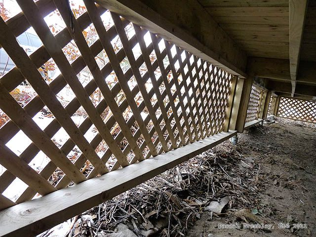 Lattice under a deck how to add lattice bottom frame for Balcony underside