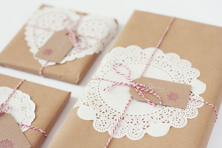 paquetes con papel kraft y blondas