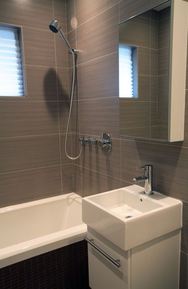 Linear Tiles Up Wall Small Fixtures Nice Facets Great For Bat Bathroom And