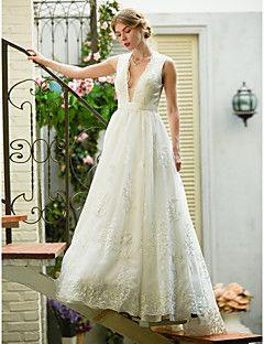 LAN+TING+BRIDE+А-силуэт+Свадебное+платье+-+Шик+и+модерн+Гламур+С+декорированной+спиной+Прозрачные+С+коротким+шлейфом+V-образный+вырез+–+ILS+₪+2,307.12