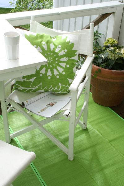 Relaxing spaces in lime green & white.