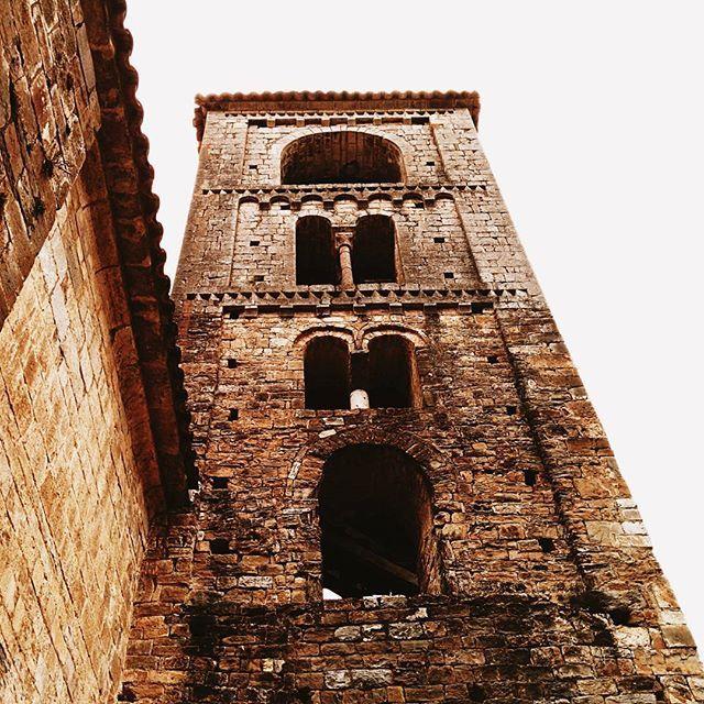 Beget (Girona) #beget #olot #cat #catalonia #catalunya #architecture #exploremycountry #trip #travel #explore #catholic #church #catholicchurch #tower #vscocam #vscoexplore #vscoarchitecture #latergramme