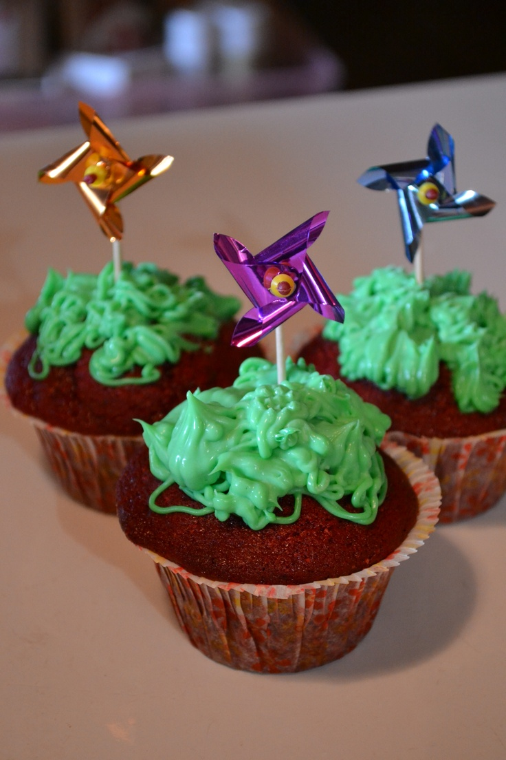 pinwheel cupcakes with icing that looks like grass (With