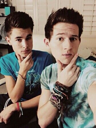 Hoya!! We're Ricky (right) and Kian (left). We're twins. We're both YouTubers. About Kian: 18. Single. Addicted to drugs and girls. About Ricky: 18. Single. Addicted to drinking and guys. Gay.