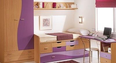 http://interiores.com/wp-content/uploads/2007/09/cuarto-juvenil-madera-y-morados.jpg