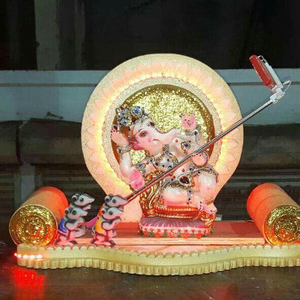 Ganesha selfie.