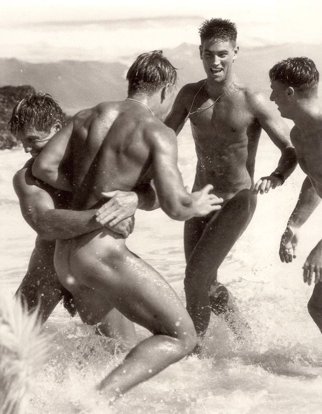 men-naked-at-beach