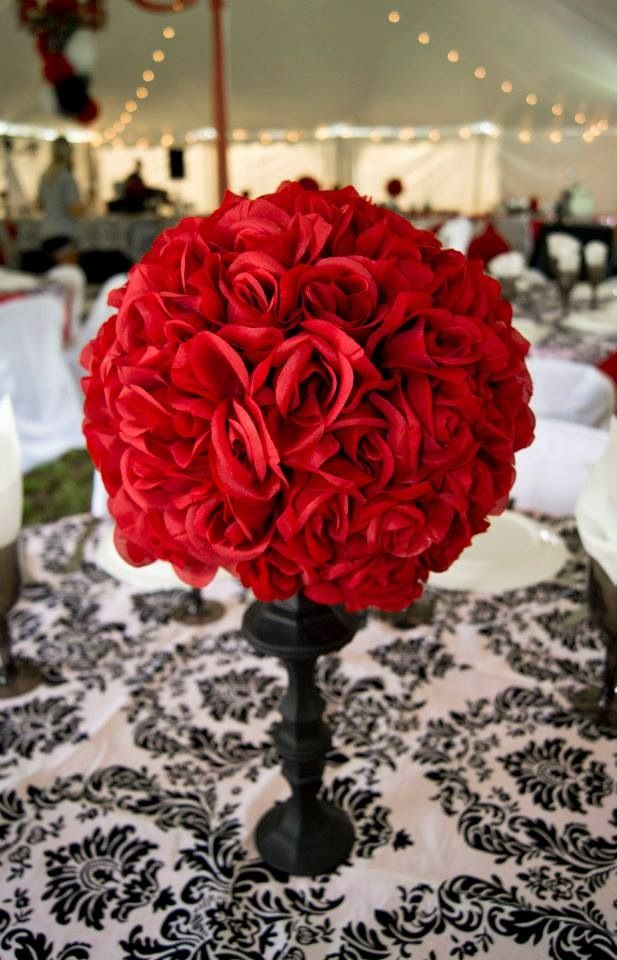 Red and black wedding. Damask. Centerpiece. Rose centerpiece.