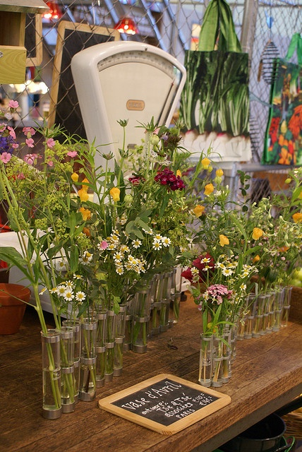 vase d'avril by tsé tsé by wood & wool stool, via Flickr