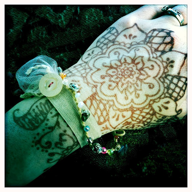 DIY Henna tattoos - recipe from The Handmade Dress
