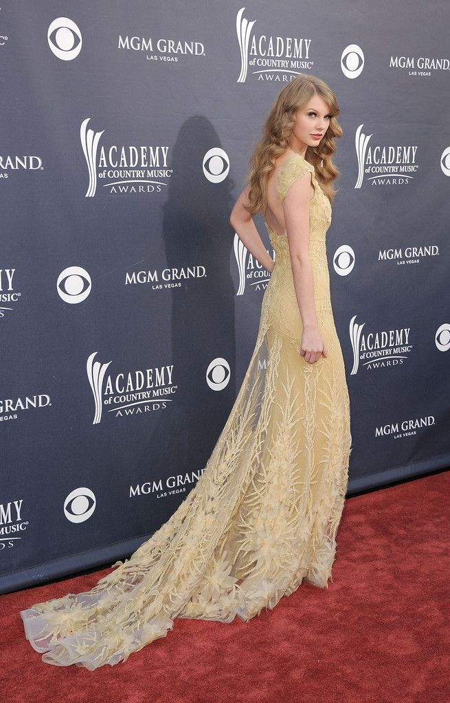 Taylor Swift Photos - 46th Annual Academy Of Country Music Awards - Arrivals - Zimbio