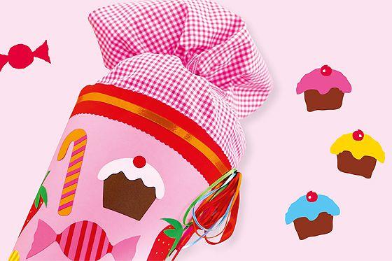 Bunte Bonbons, leckere Muffins und fruchtige Erdbeeren tummeln sich auf dieser süßen Schultüte. Hier kommt die Bastelanleitung! © Christophorus Verlag GmbH & Co. KG/Freiburg