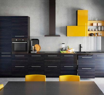 IKEA inbouwkeuken met kasten in zwart houtpatroon en hoogglans geel - Bruin ipv zwart...